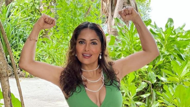 Salma Hayek desmiente que el aumento de su busto se deba a la cirugía