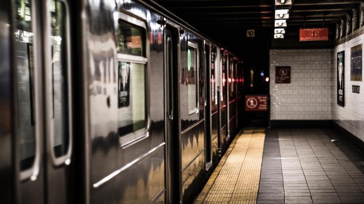 Mujer fue violada en un tren: Ningún pasajero la ayudó