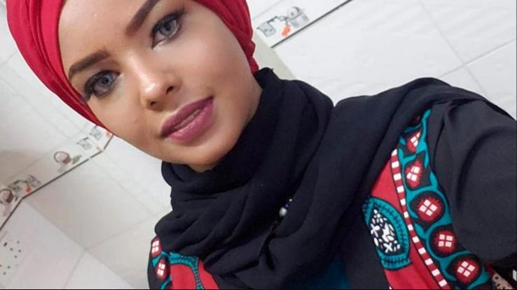 """Yemen: Modelo es detenida por fotos sin velo y será sometida a una """"prueba de virginidad"""""""