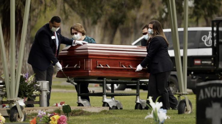 Mujer invitó solo a sus amigos a funeral: \