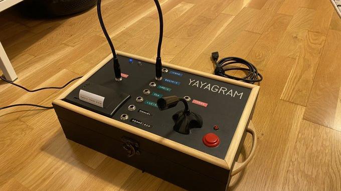 """Nieto inventó un """"Yayagram"""" para comunicarse con su abuela de forma fácil"""